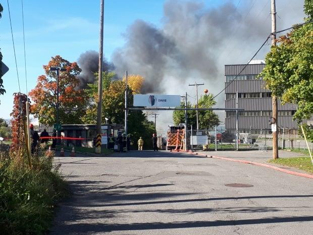 A large fire erupted in a vacant wooden building at the Davie shipyard on Wednesday morning. (Marc-André Turgeon/Radio-Canada - image credit)