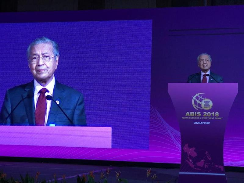 Prime Minister Tun Dr Mahathir Mohamad delivers the keynote address at the Asean Business and Investment Summit at Marina Bay Sands, Singapore, November 13, 2018. — Picture courtesy of Datuk Seri Azmin Ali