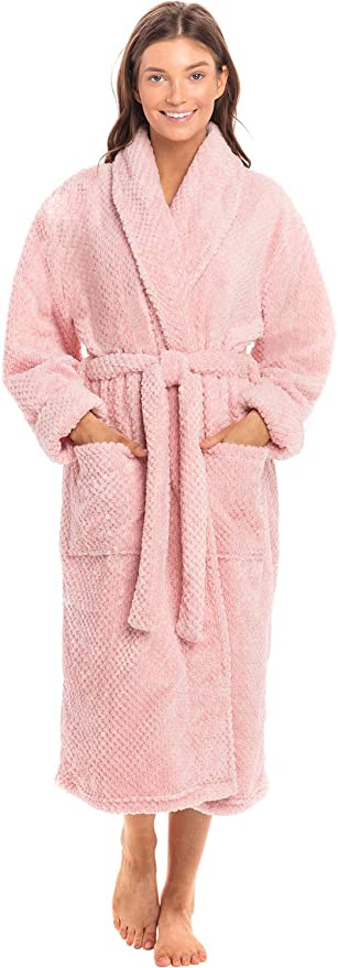 """<h3><h2>Alexander Del Rossa Plush Fleece Robe</h2></h3><br>This bathrobe is like wearing a teddy bear (but, like a luxury-loving, spa-going teddy bear) — it's crafted from 270-GSM velveteen fleece that will not fail to keep her cozied-up at home.<br><br>One customer cooed: """"This is the most lightweight, warmest, softest robe I have ever owned"""" and """"GORGEOUS. Simply lush, plush, soft ... can I get a bed made of this, please?""""<br><br><br><strong>Alexander Del Rossa</strong> Plush Fleece Robe, $, available at <a href=""""https://amzn.to/2nZYPH3"""" rel=""""nofollow noopener"""" target=""""_blank"""" data-ylk=""""slk:Amazon"""" class=""""link rapid-noclick-resp"""">Amazon</a>"""