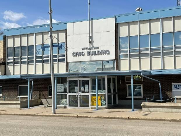 The City of Wetaskiwin's Civic Building has been operated as a homeless shelter, but after concerns of safety voiced by nearby business owners, the city has revoked the use of the building. (Travis McEwan/CBC - image credit)