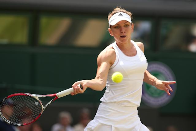 Romania's Simona Halep returns to Germany's Sabine Lisicki during their quarter-final match at Wimbledon on July 2, 2014 (AFP Photo/Andrew Yates)