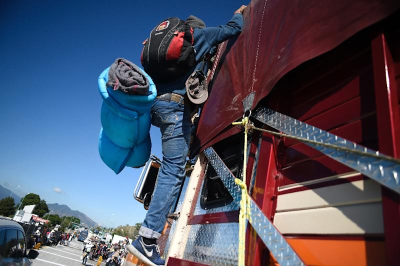 5,000 migrants are walking and hitch-hiking across Mexico (AFP Photo/ALFREDO ESTRELLA)