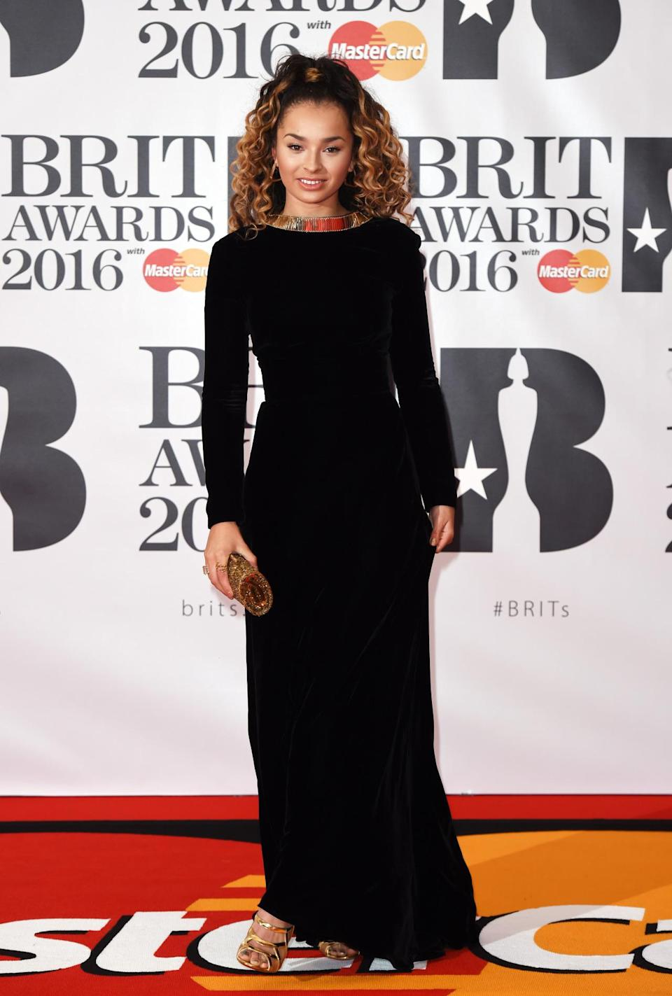 <p>The singer definitely knows how to throw together a spot on red carpet look. <i>[Photo: Rex]</i></p>
