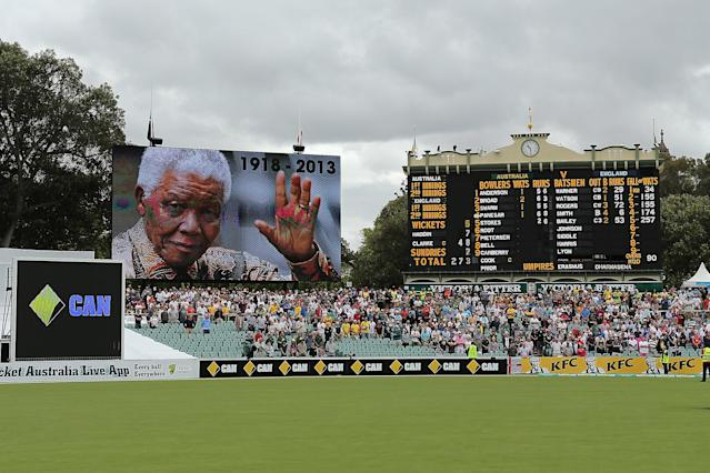 ADELAIDE, AUSTRALIA - DECEMBER 06: A minutes silence is observed at the Adelaide Oval as a mark of respect for Nelson Mandela during day two of the Second Ashes Test Match between Australia and England at Adelaide Oval on December 6, 2013 in Adelaide, Australia. (Photo by Morne de Klerk/Getty Images)