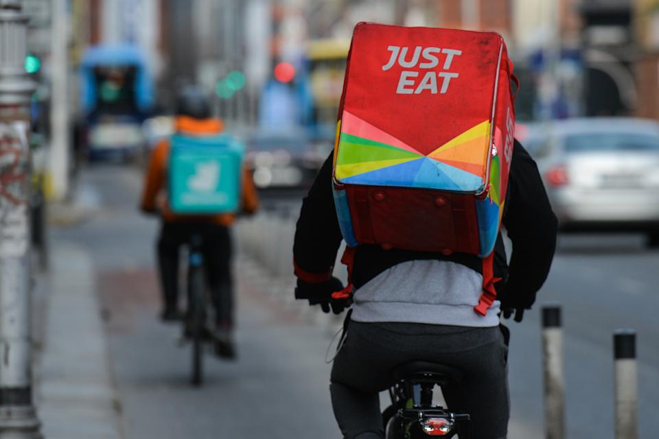 DUBLIN, IRELAND - 2021/02/13: Couriers from Just Eat and Deliveroo food delivery companies seen in Dublin city center,  during the COVID-19 pandemic lockdown. Level 5 lockdown restrictions are set to be extended by Irish Government, by at least another six weeks with only schools and the construction sector likely to be allowed to reopen before Easter. (Photo by Cezary Kowalski/SOPA Images/LightRocket via Getty Images)