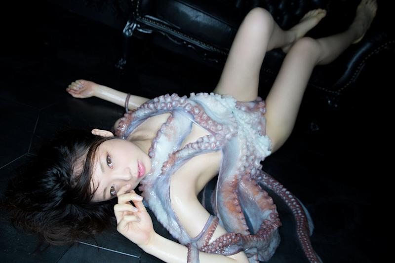 "Although the octopus didn't throw any star fits, photographer&nbsp;<a href=""http://kazanyamamoto.wixsite.com/photo"" target=""_blank"">Kazan Yamamoto, </a>said there were some unexpected challenges. <br /><br />&ldquo;Because it was alive, it would move around, and <a href=""cms/entry/57e05644e4b08cb140977c8d/because%20it%20was%20slippery,%20it%20was%20really%20hard%20to%20grab%20ahold%20of,%E2%80%9D"">because it was slippery, it was really hard to grab ahold of,&rdquo;</a> he told TokyoGirlsUpdate.com. &ldquo;It was really hard to think of the composition while shooting photos.&rdquo;"