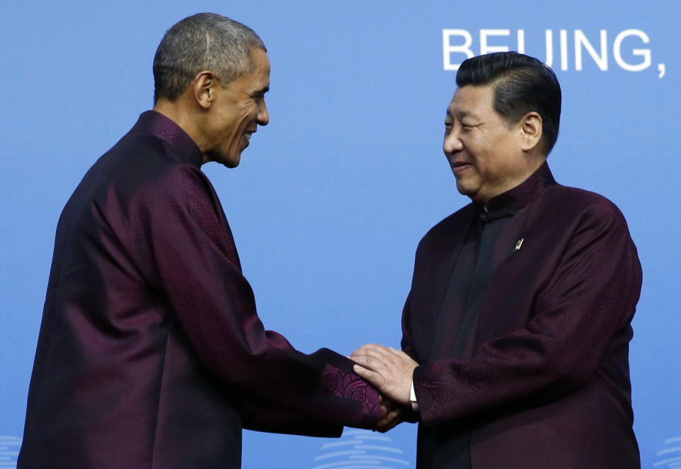 U.S. President Barack Obama (L) shakes hands with China's President Xi Jinping during the APEC Welcome Banquet at Beijing National Aquatics Center, or the Water Cube, in Beijing, November 10, 2014. REUTERS/Kim Kyung-Hoon (CHINA - Tags: POLITICS BUSINESS TPX IMAGES OF THE DAY)