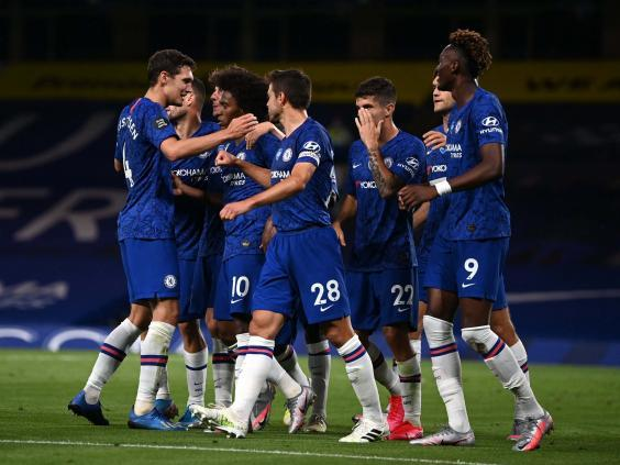 Chelsea celebrate after Willian scores against Man City (Getty)