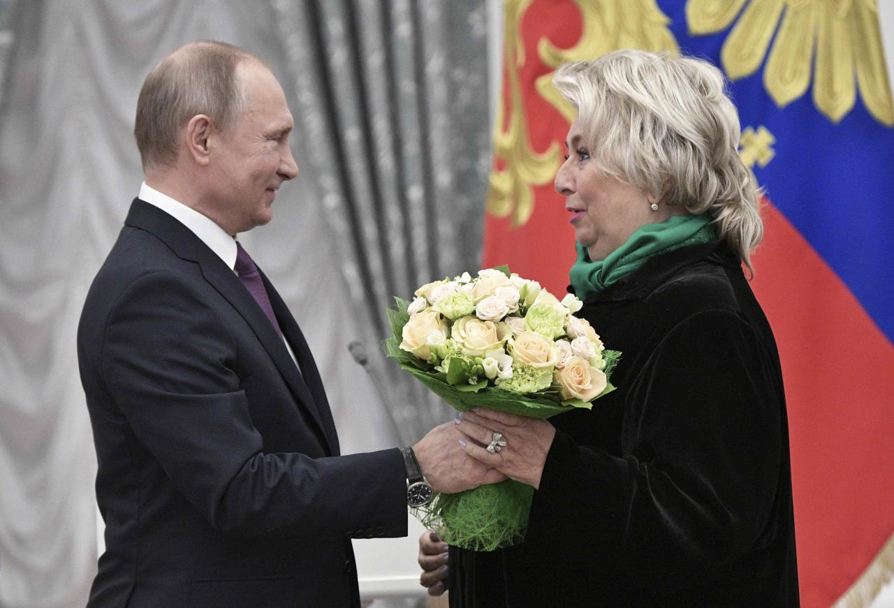 Russian President Vladimir Putin (L) awards Tatyana Tarasova, head coach of the Russian national figure skating team, during a ceremony at the Kremlin in Moscow, Russia, May 24, 2017. Sputnik/Aleksey Nikolskyi/Kremlin via REUTERS ATTENTION EDITORS - THIS IMAGE WAS PROVIDED BY A THIRD PARTY. EDITORIAL USE ONLY.