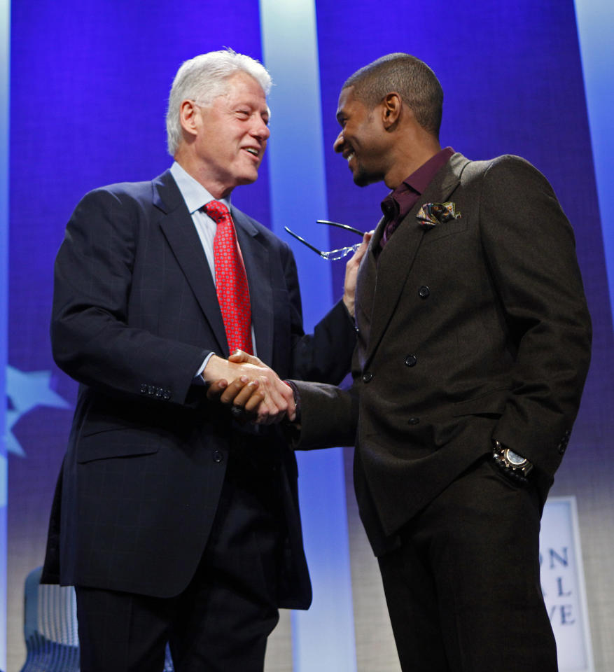 Former U.S. President Bill Clinton shakes hands with singer Usher Raymond at the Clinton Global Initiative, in New York, September 24, 2009. About 1,200 participants including heads of state, business leaders, humanitarians and celebrities will attend the fifth annual Clinton Global Initiative (CGI) which started on Tuesday. (REUTERS/Chip East)