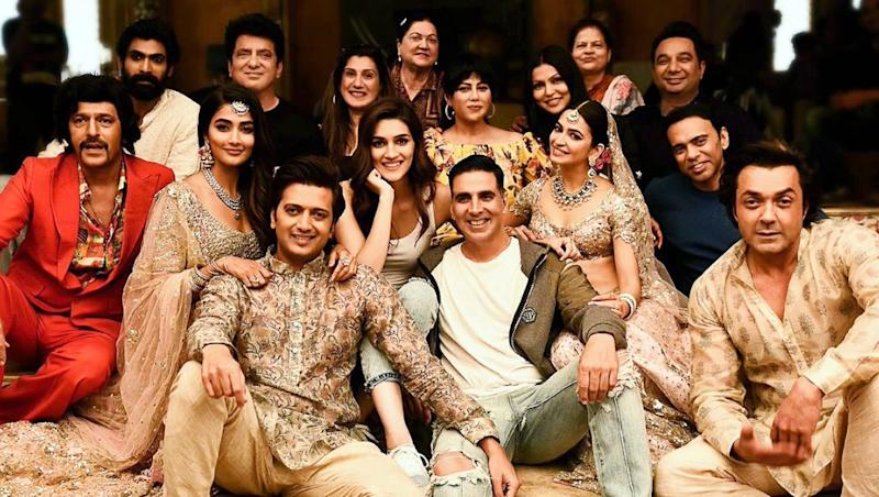 Housefull 4: Akshay Kumar Shares Picture of the Star-Studded Cast as The Final Schedule Ends
