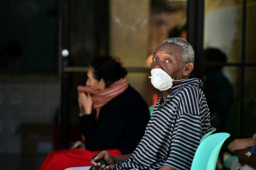 An eldely man wears a protective mask to prevent the spread of the coronavirus as he waits for nurses at a hospital in Tegucigalpa, Honduras