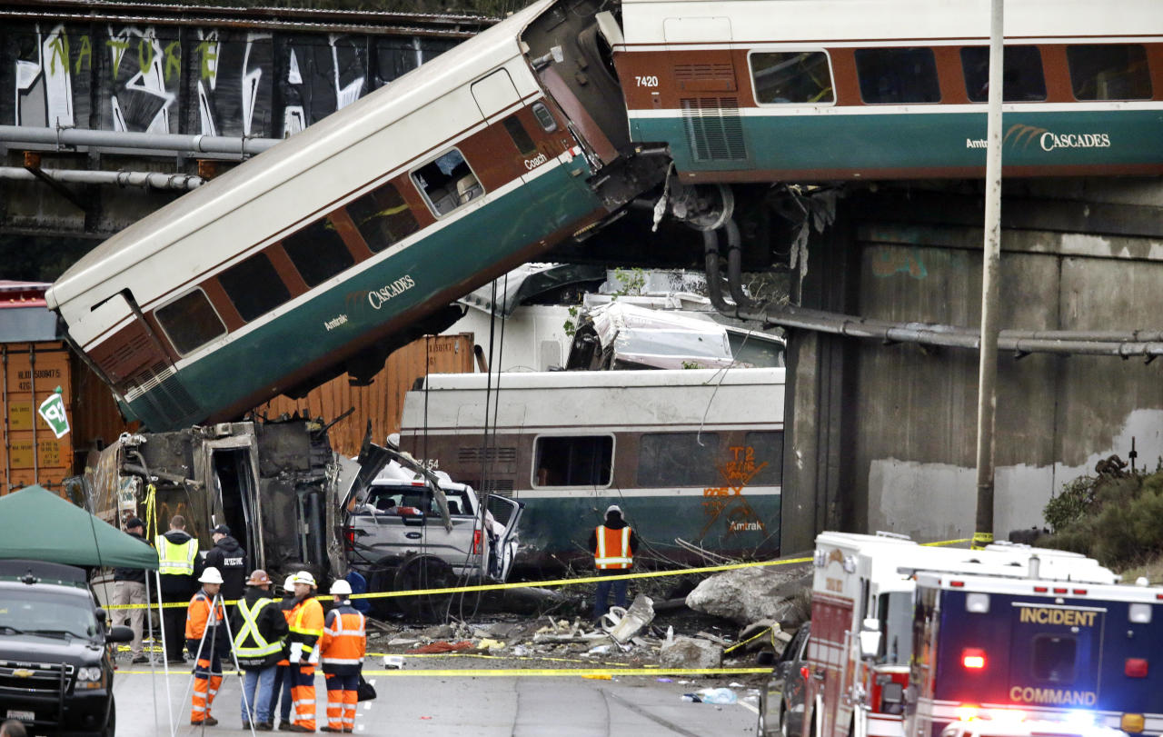 <p>Cars from an Amtrak train lay spilled onto Interstate 5 below alongside smashed vehicles as some train cars remain on the tracks above Monday, Dec. 18, 2017, in DuPont, Wash. (Photo: Elaine Thompson/AP) </p>