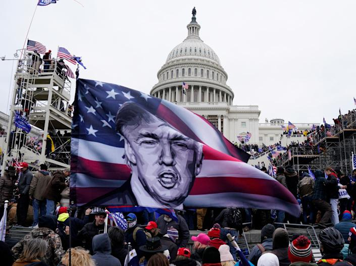 Trump supporters storm the US Capitol in his nameEPA-EFE