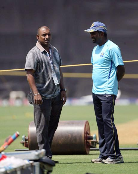 MUMBAI, INDIA - MARCH 31:  Muttiah Muralitharan of Sri Lankahas a chat with former player Aravinda Da Silva during the Sri Lanka nets session at the Wankhede Stadium on March 31, 2011 in Mumbai, India.  (Photo by Tom Shaw/Getty Images) *** Local Caption *** Muttiah Muralitharan;Aravinda Da Silva