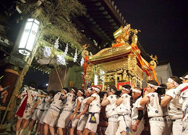 ▲When the funatogyo is over, the procession heads back to the Tenmangu Shrine. <©Osaka Convention & Tourism Bureau)