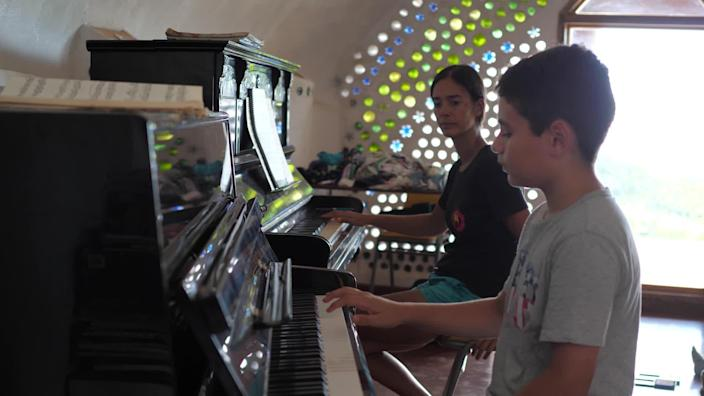 Internationally acclaimed concert pianist Mahani Teave, who grew up on the island of Rapa Nui, returned and founded the Rapa Nui School of Music and the Arts. / Credit: CBS News