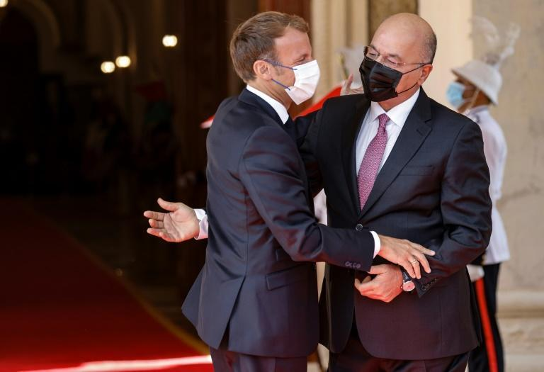 Iraqi President Barham Saleh (R) welcomes his French countepart Emmanuel Macron in Baghdad on August 28 (AFP/Ludovic MARIN)