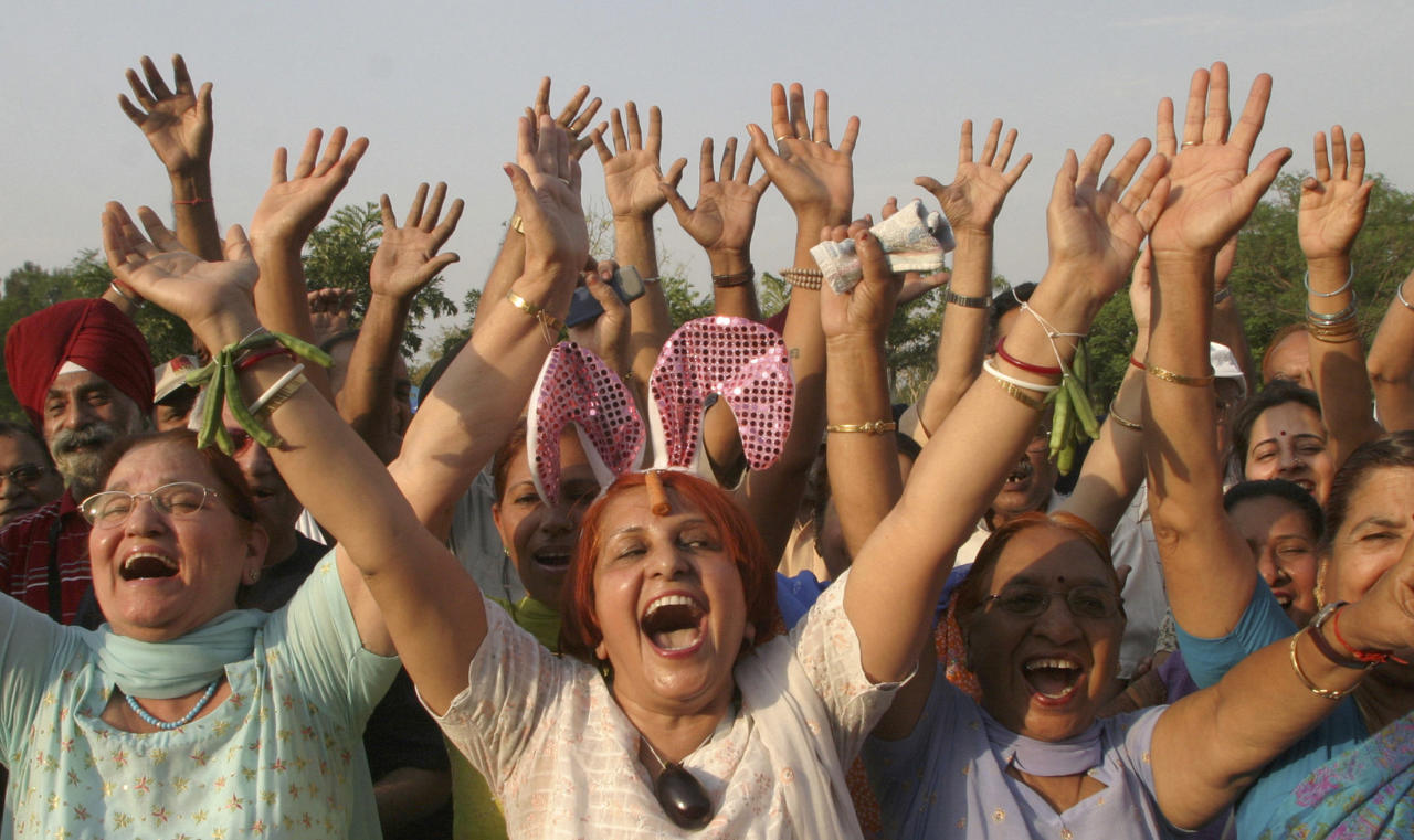 Members of laughter clubs participate in a laughing rally in the northern Indian city of Chandigarh May 6, 2007. Hundreds of people, who believe that laughter is the best medicine for a happy and healthy life, took part in the rally on Sunday. REUTERS/Ajay Verma (INDIA)