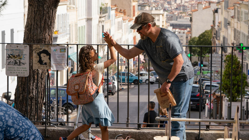 Lilou Siauvaud and Matt Damon form a friendship as Maya and Bill in 'Stillwater'. (Jessica Forde/Focus Features/eOne)