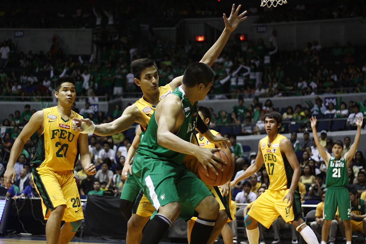 Russel Escoto of FEU Tamaraws tries to stop the offense of Norbert Torres of DLSU Green Archers during the game 56 of the Season 74 of UAAp held at Smart Araneta Coliseum in Quezon CIty, Philippines. (Jerome Ascano/NPPA Images)