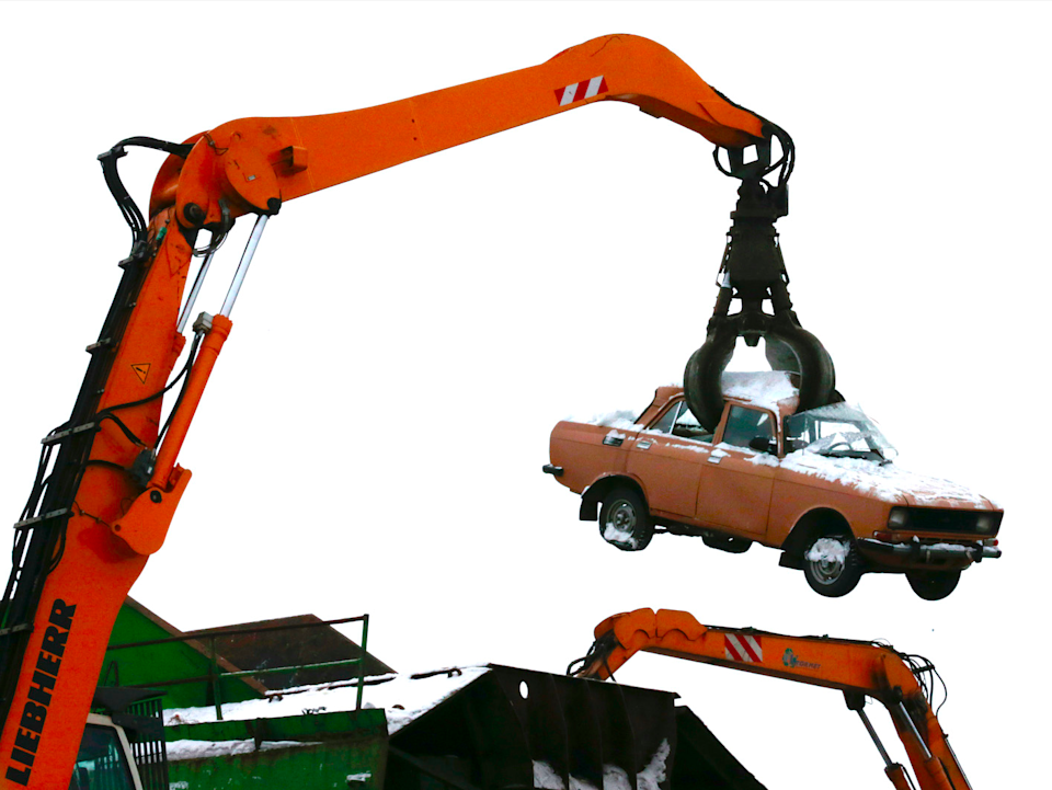 A crane processes a car at Vtormet scrappage plant outside Moscow, January 30, 2013. Scrap dealer Yuri Vorontsov hopes business at his Vtormet yard outside Moscow will pick up soon thanks to a new recycling fee on car imports. But he is still waiting to hear how the levy will help him compete with fly-by-night operators who buy up cars, strip them for parts and dump the hulks illegally. Picture taken January 30, 2013.