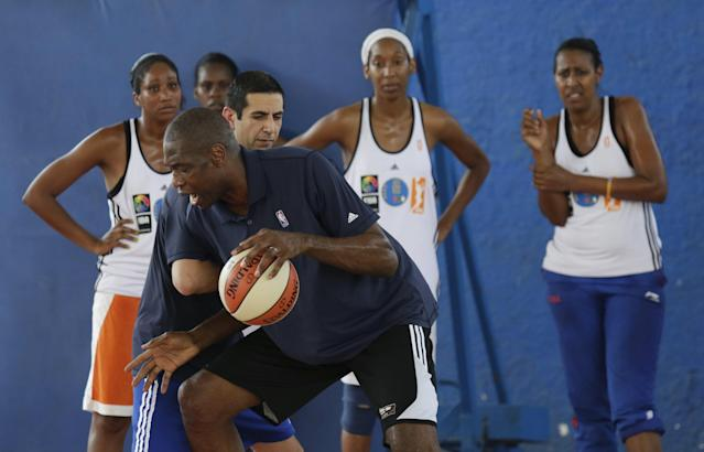 REFILE - UPDATING SLUG Former NBA star Dikembe Mutombo attends a training session with a Cuban women's national basketball team in Havana April 23, 2015. Retired NBA stars Steve Nash and Dikembe Mutombo engaged in a diplomacy mission in Cuba as part of an NBA workshop, the first outreach of its kind by a U.S. professional sports league since the thaw in U.S.-Cuban relations in December. REUTERS/Enrique de la Osa
