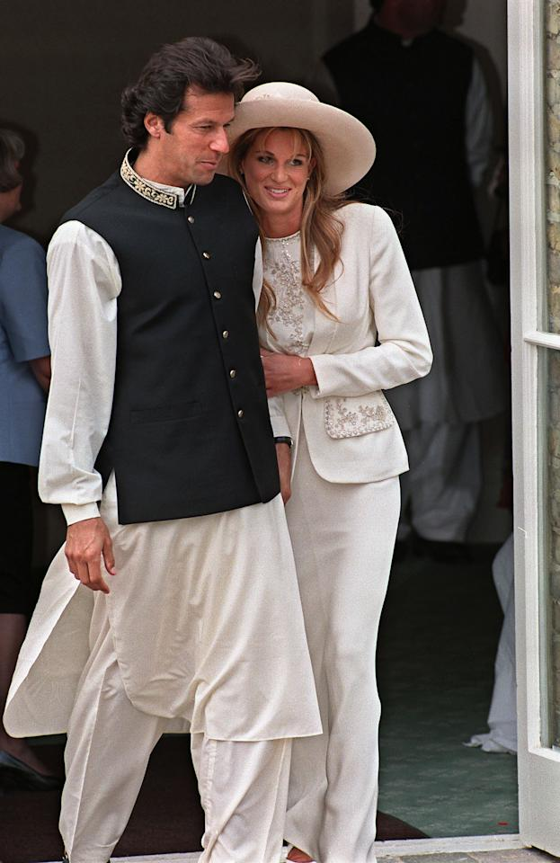Imran Khan and Jemima Goldsmith leave Richmond Registry Office in London after their civil wedding 20 June 1995.