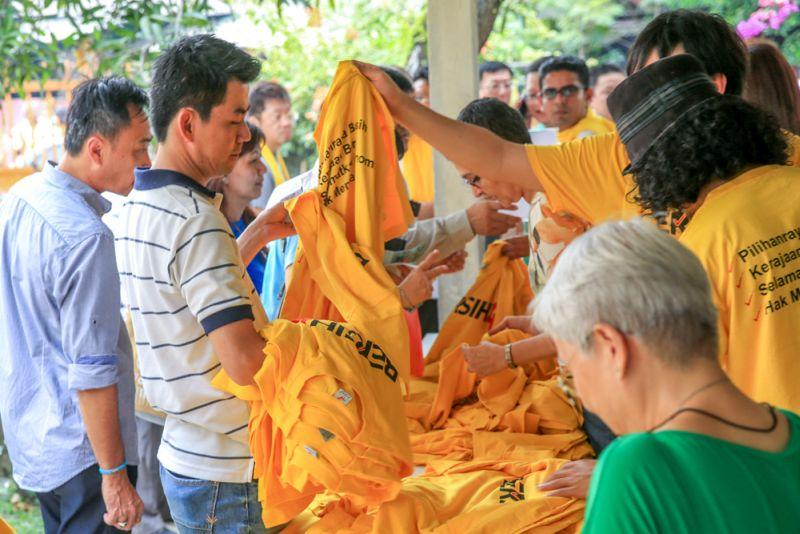 Home Minister has 'absolute discretion' in banning Bersih's yellow tees, court told