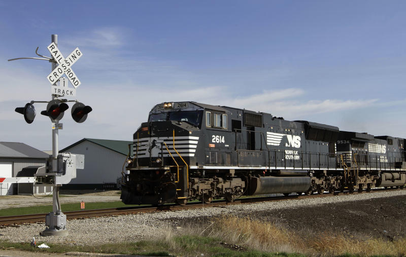 Norfolk Southern railroad 1Q profit up 10 percent