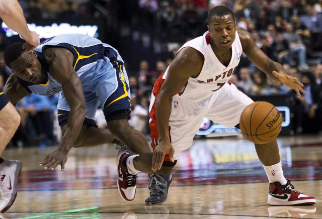 Toronto Raptors guard Kyle Lowry, right, moves past Memphis Grizzlies guard Tony Allen, left, during first half NBA basketball action in Toronto on Friday, March. 14, 2014. (AP Photo/The Canadian Press, Nathan Denette)