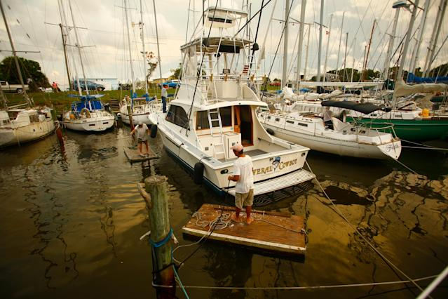 <p>Mariners work together to secure each other's vessels at Harbor Square Marina as residents in the area prepare ahead of Hurricane Irma on September 07, 2017 in Meritt Island, Fla. (Photo: Brian Blanco/Getty Images) </p>