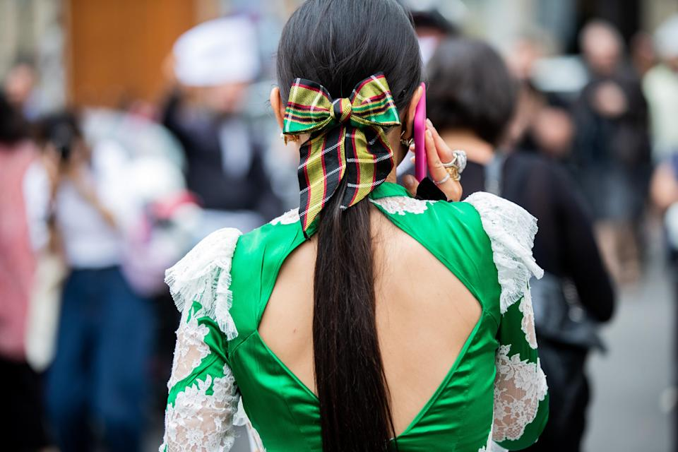 For a high-impact look in under a minute, decorate your pony with an oversized bow.
