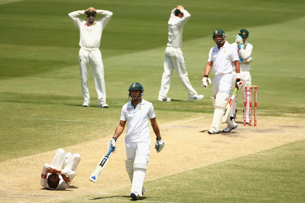 ADELAIDE, AUSTRALIA - NOVEMBER 26:  Nathan Lyon of Australia reacts after dropping a return catch from Jacques Kallis of South Africa during day five of the Second Test Match between Australia and South Africa at Adelaide Oval on November 26, 2012 in Adelaide, Australia.  (Photo by Mark Kolbe/Getty Images)