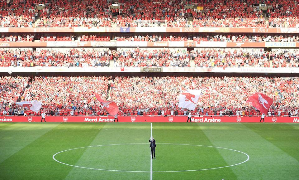 Arsenal manager Arsene Wenger soaks up the Emirates applause one last time. (Getty)