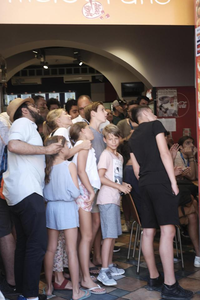 Rome (Italy), 15/07/2018.- People watch the soccer match of the FIFA World Cup 2018 final between France and Croatia, outside an ice cream parlor in Rome, Italy, 15 July 2018. (Croacia, Mundial de Fútbol, Roma, Francia, Italia) EFE/EPA/LUCIANO DEL CASTILLO