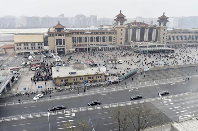 <p>A motorcade, foreground, arrives at Beijing Railway Station in Beijing Tuesday, March 27, 2018. (Photo: Kyodo News via AP) </p>