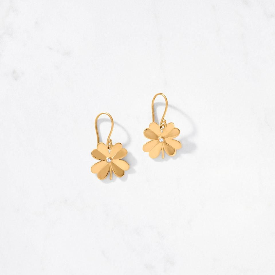 """<p>This <a href=""""https://www.popsugar.com/buy/4-Leaf-Clover-Earring-Satin-585178?p_name=4-Leaf%20Clover%20Earring%20Satin&retailer=auvere.com&pid=585178&price=975&evar1=fab%3Auk&evar9=47577190&evar98=https%3A%2F%2Fwww.popsugar.com%2Ffashion%2Fphoto-gallery%2F47577190%2Fimage%2F47577273%2F4-Leaf-Clover-Earring-Satin&list1=shopping%2Cjewelry%2Cgold%2Cfashion%20shopping%2Cauvere&prop13=api&pdata=1"""" rel=""""nofollow"""" data-shoppable-link=""""1"""" target=""""_blank"""" class=""""ga-track"""" data-ga-category=""""Related"""" data-ga-label=""""https://auvere.com/product/4-leaf-clover-earring-satin/"""" data-ga-action=""""In-Line Links"""">4-Leaf Clover Earring Satin</a> ($975) is gorgeous.</p>"""