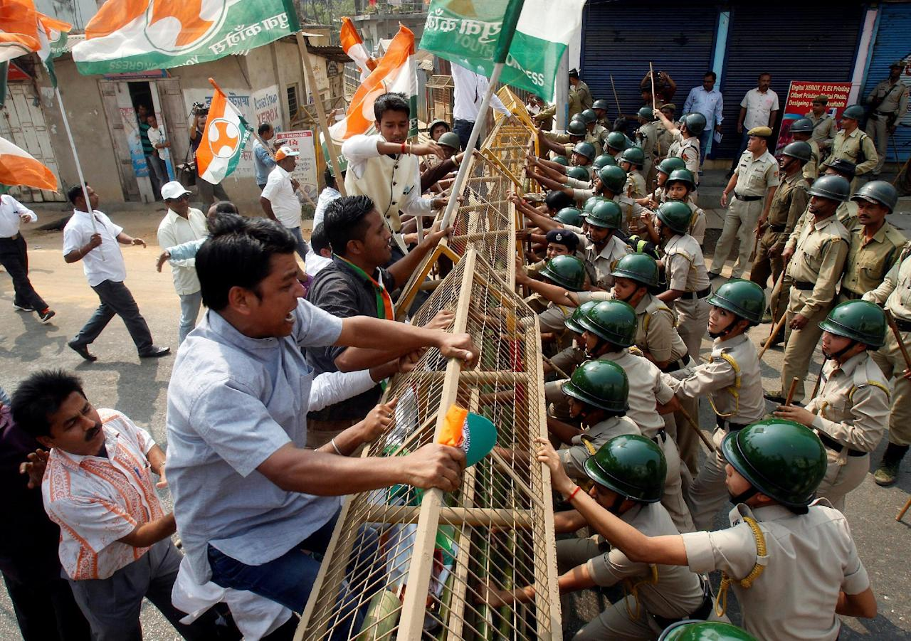 Demonstrators try to cross a police barricade during a protest organized by India's main opposition Congress party  against demonetisation, according to the party organizers, in Agartala, India, February 17, 2017. REUTERS/Jayanta Dey