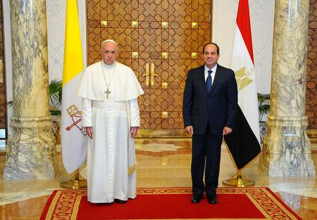 Pope Francis meeting Egypt's President Abdel Fattah al-Sisi at the Ittihadiya presidential palace in Cairo, Egypt April 28, 2017.  in this handout picture courtesy of the Egyptian Presidency. The Egyptian Presidency/Handout via REUTERS