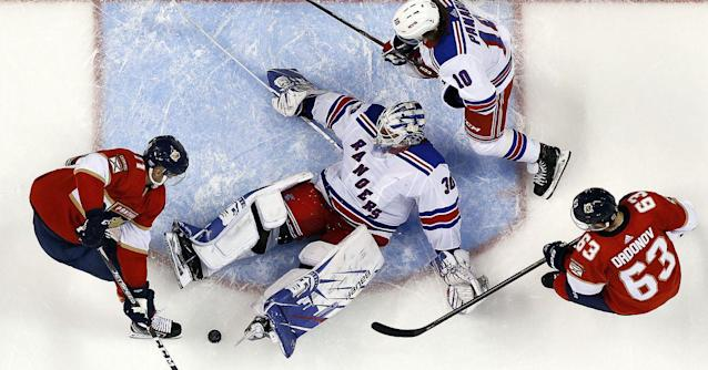 Recap: Panthers hold on for 4-3 victory over Rangers