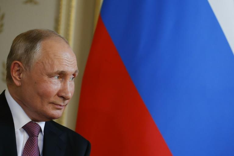 Putin boasts much approval ratings than his United Russia party