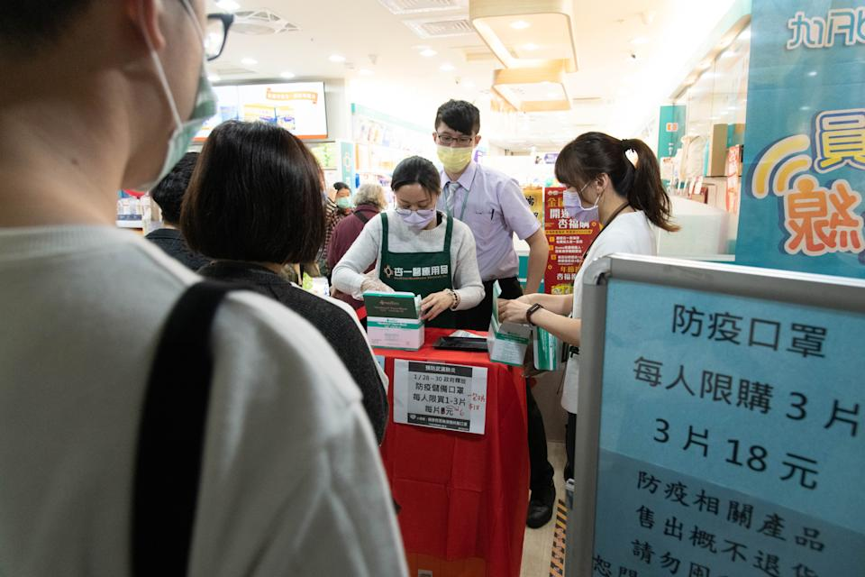 TAIPEI, TAIWAN - FEBRUARY 03: Sign states that every person can only buy three surgical masks per day on February 03, 2020 in Taipei, Taiwan.Taiwan faces supply issues of surgical mask amid the coronavirus crisis, and goverment issue an order that each resident can only buy three surgical mask per day.With over 17390 confirmed cases of Novel coronavirus (2019-nCoV) around the world,the virus has so far claimed 362 lives.There are 10 confirmed cases without any death case. (Photo by Gene Wang/Getty Images)