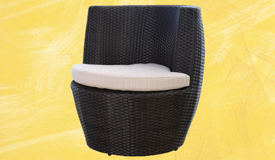 Imagine spending lazy afternoons lounging in this chair. (Photo: Wayfair)