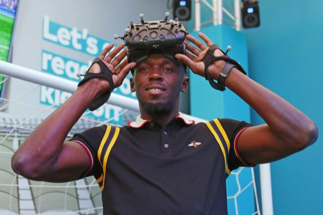 Gold Coast 2018 Commonwealth Games - Gold Coast, Australia - April 12, 2018. Former Jamaican sprinter Usain Bolt wears a VR headset during a press conference. REUTERS/David Gray