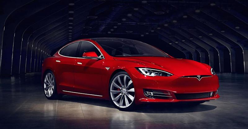Tesla cranks out 20% more cars in Q2, but struggles to deliver them