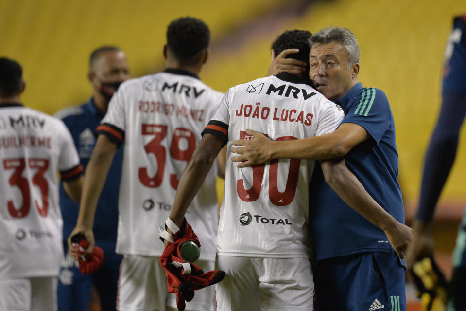 Brazil's Flamengo head coach, Spanish Domenec Torrent hugs Brazil's Flamengo defender Joao Lucas at the end of the closed-door Copa Libertadores group phase football match against Ecuador's Barcelona, at the Monumental Banco Pichincha stadium in Guayaquil, Ecuador, on September 22, 2020, amid the COVID-19 novel coronavirus pandemic. (Photo by RODRIGO BUENDIA / POOL / AFP) (Photo by RODRIGO BUENDIA/POOL/AFP via Getty Images)
