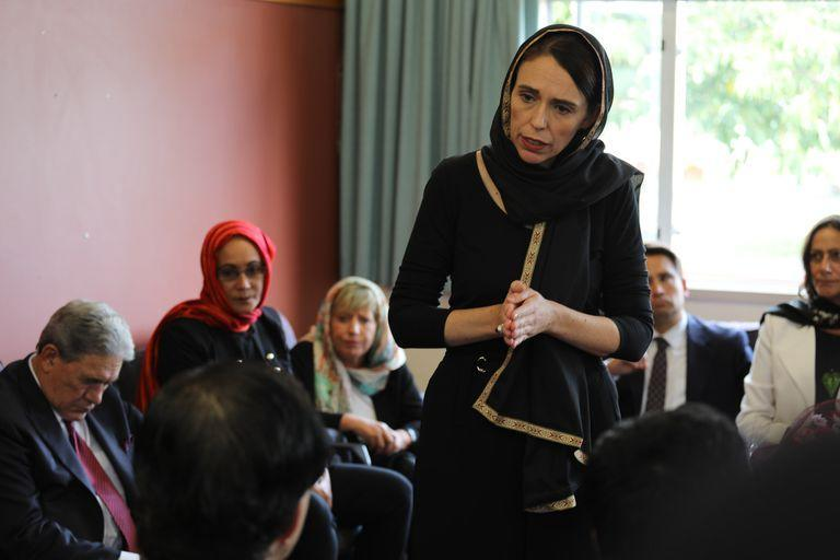 16 March 2019, New Zealand, Christchurch: New Zealand Prime Minister Jacinda Ardern (C) meets with members of the Muslim community in the wake of the mass shooting at two Christchurch mosques, during which an Australian white supremacist shot and killed 49 people. Photo: -/Office of the Prime Minist