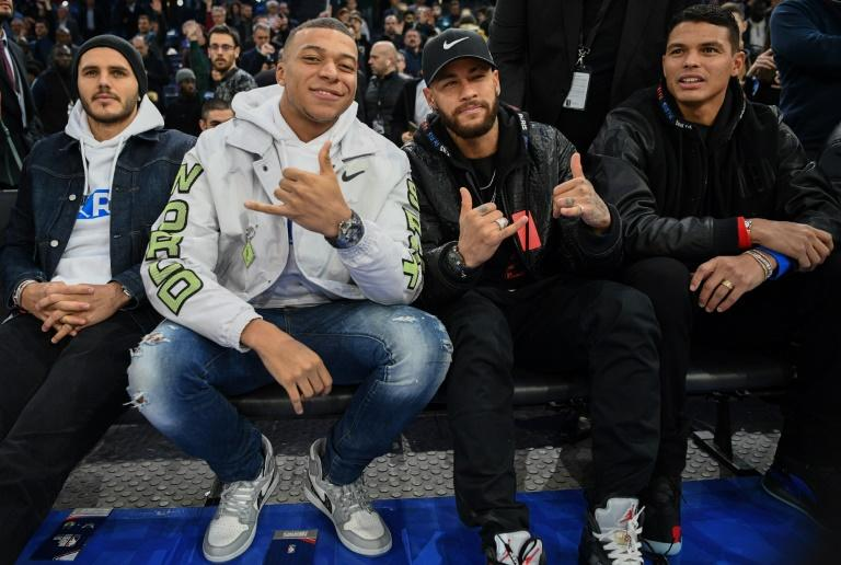 Brazil star Neymar and his Paris Saint-Germain teammate Kylian Mbappe were courtside at the Paris NBA Game (AFP Photo/FRANCK FIFE)