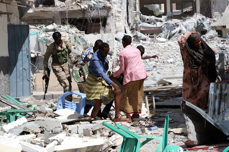 A victim is removed from the Maka Al-Mukarama hotel in  Mogadishu on March 1, 2019 following a 24-hour seige by Al-Shabaab jihadists